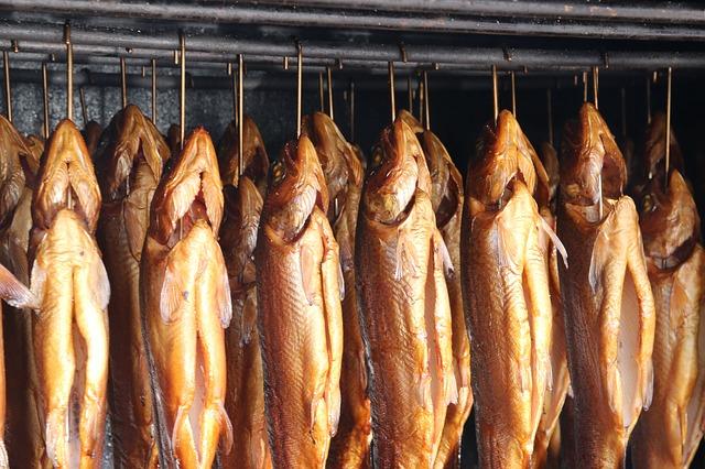 Fische räuchern im Räucherofen