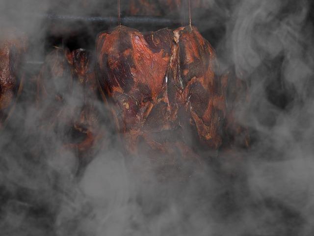 Fleisch räuchern im Räucherofen
